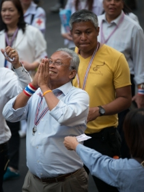 The protest leader, Khun Suthep Thaugsuban, ignores the emergency decree and goes on another march around town !His supporters also ignore it and continue to donate money to him