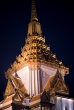 Wat Traimit at night